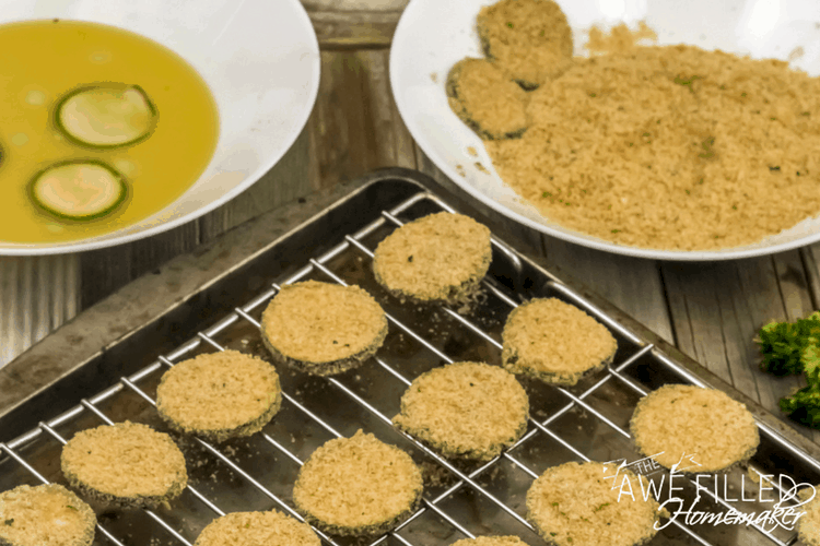 coat zucchinis with breadcrumbs for air fryer recipe