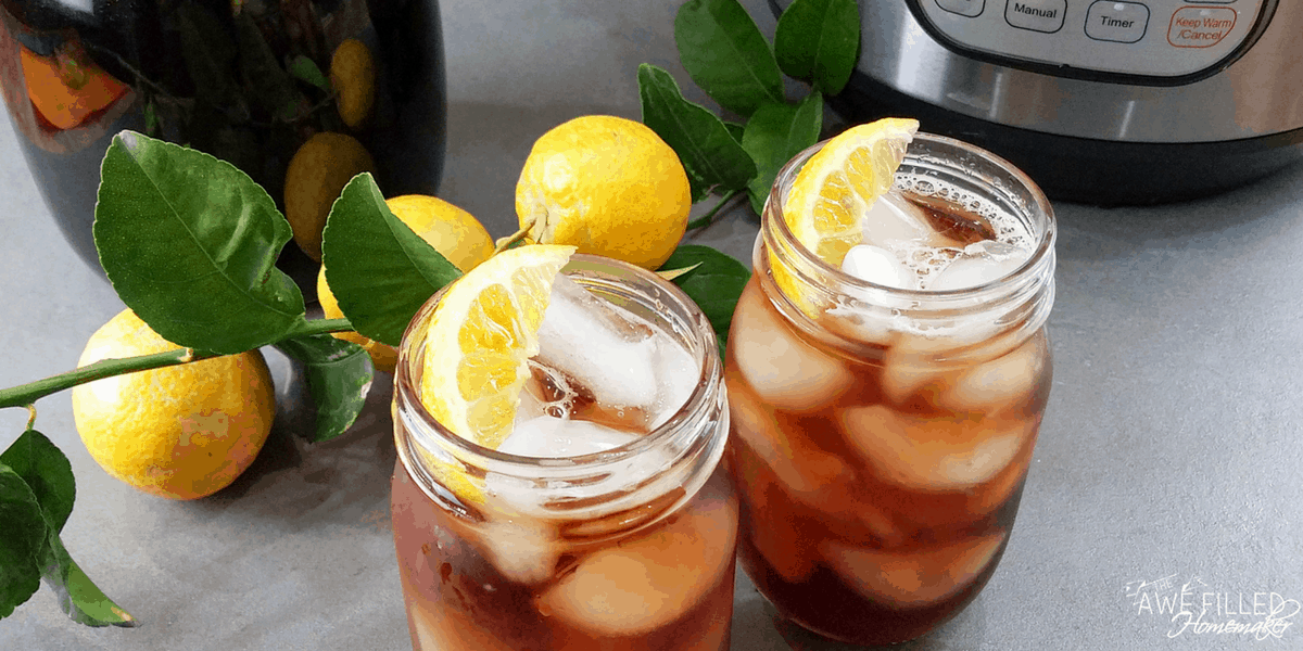 Now take a sip after adding lemon to the perfect summer sweet tea drink!